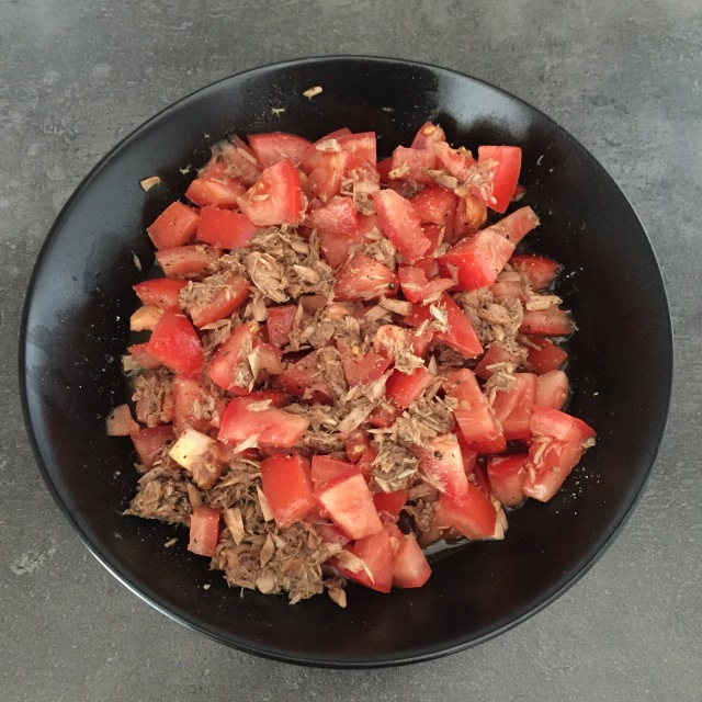 Tomatensalat mit Thunfischdressing