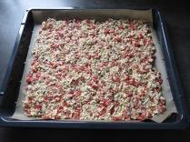 Der Boden der Schüttelpizza vor dem Belegen.