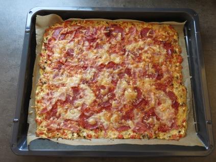 Die fertige Schüttelpizza frisch aus dem Ofen