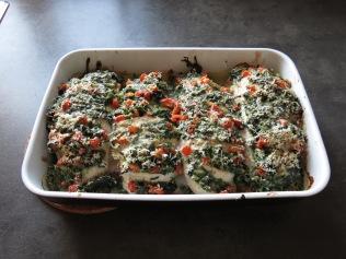 Die Hähnchenbrust mit Spinatfüllung frisch aus dem Ofen.