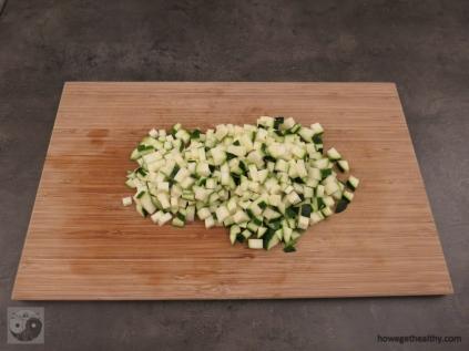 Zucchiniwürfel frisch geschnitten