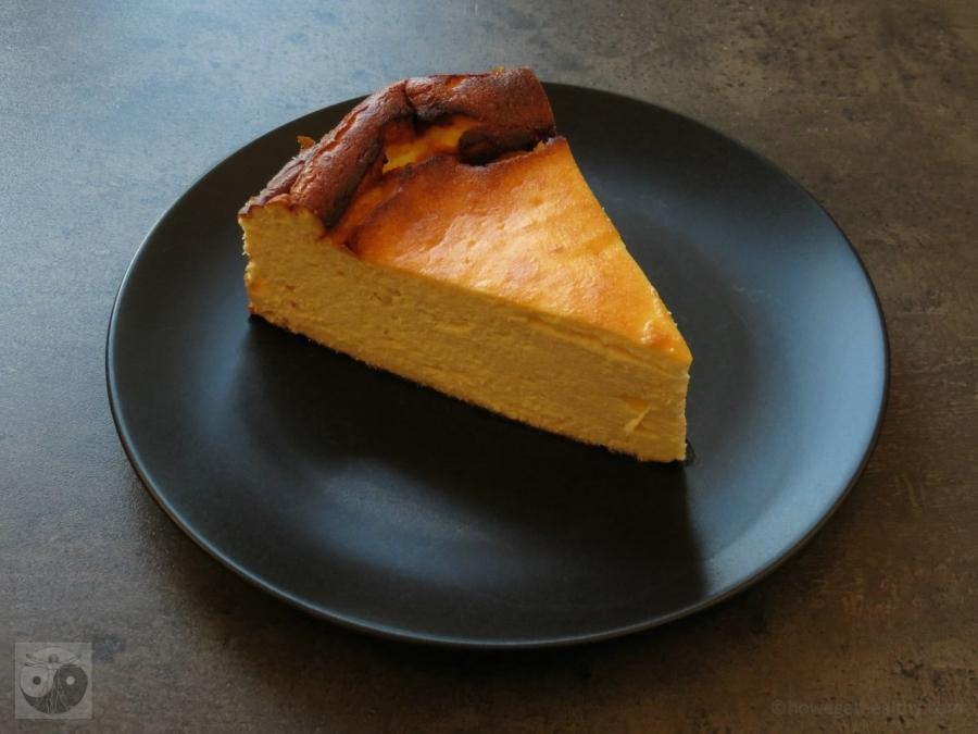 Low Carb Käsekuchen auf dem Teller