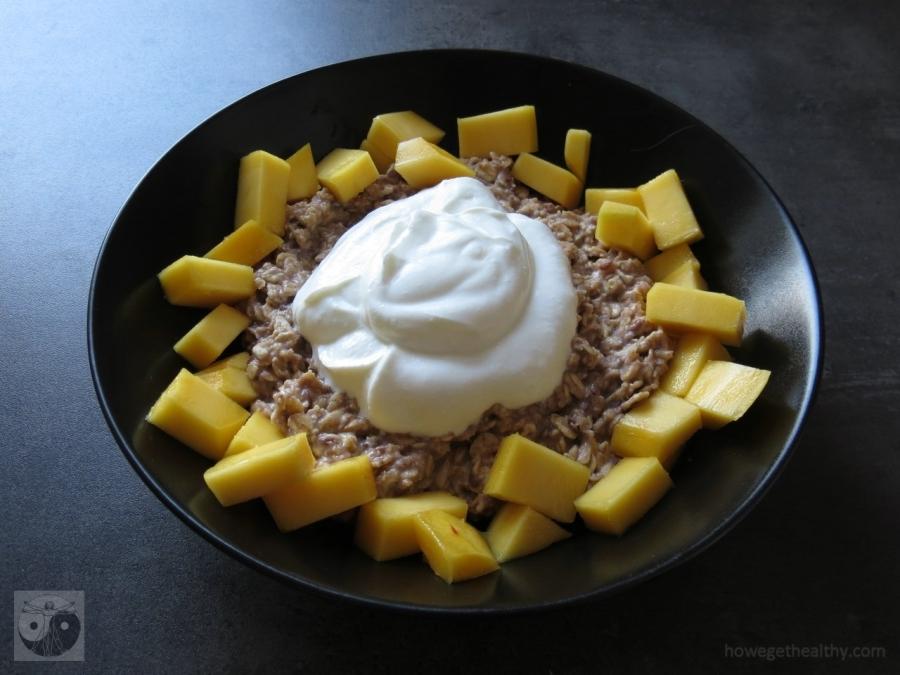 Oatmeal mit Quark und Mango