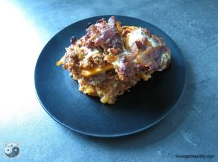 Süßkartoffel-Bacon-Auflauf auf dem Teller