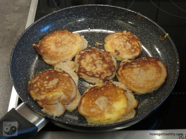apfel-kokos-pfannkuchen-pfanne-fertig