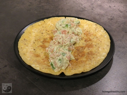 Frühstücksrolle mit Lachs-Avocado-Mayonnaise mit Füllung