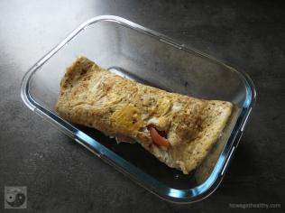 gefuelltes-omlette-mit-raeucherlachs-und-tomaten-lunchbox