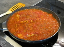 lachs-mit-wuerziger-tomatensosse-lachs-gekocht