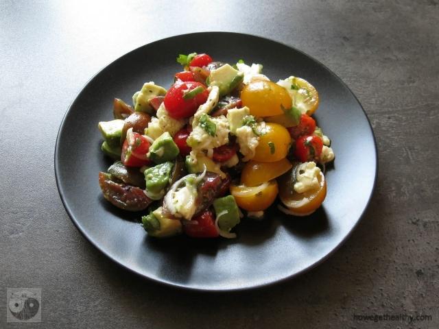 tomaten-avocadosalat-mit-mozarella