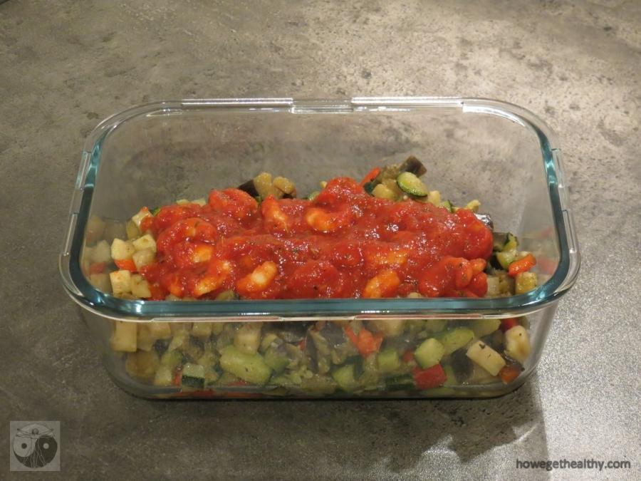 Topfgemüse mit Garnelen und Tomatensoße