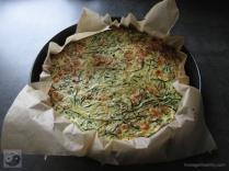 zucchinipizza-mit-lachs-boden-gebacken