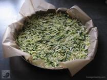 zucchinipizza-mit-lachs-boden-roh