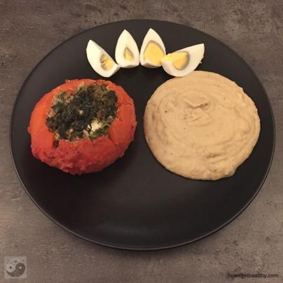 zweierlei-gefuellte-tomaten-spinat-teller-humus
