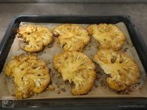 blumenkohlsteak-mit-paprikasosse-gebacken