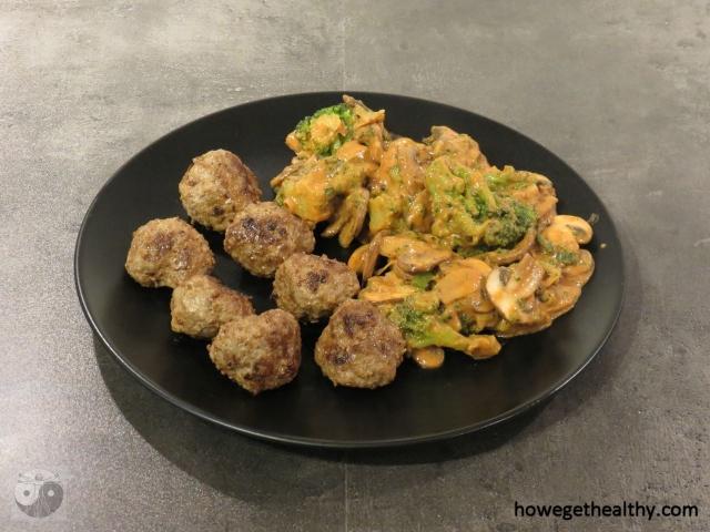 Chremige Pilz-Brokkoli-Pilz-Pfanne mit Hackbaellchen
