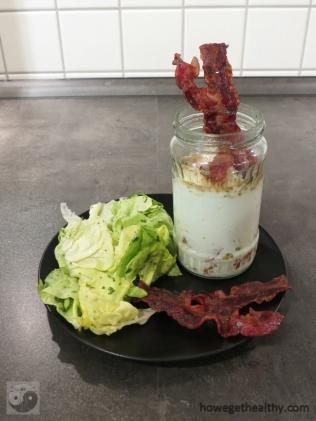Eier im Glas mit Salat