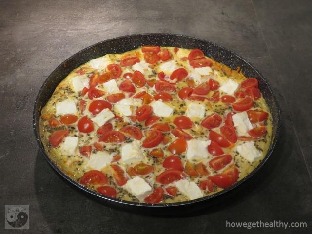 Ofenfrittata mit Feta und Tomaten