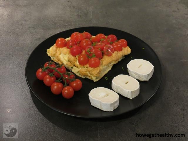 Soufflé-Omlette mit Ziegenkäse und Tomaten