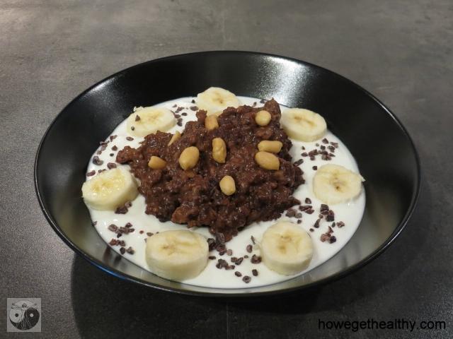Schoko-Erdnuss-Bananen-Porridge