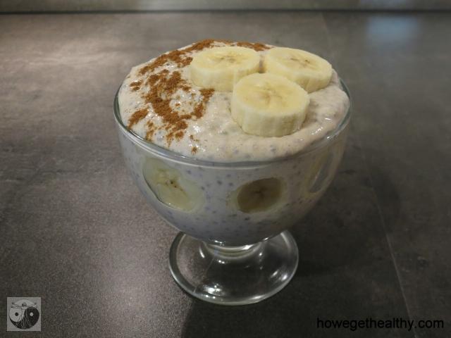 Bananen-Chia-Fruehstueck mit Zimt