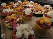 Mini-Zucchini-Pizzen Blech Kaese Closeup