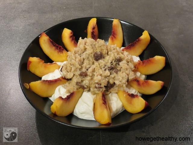 Porridge mit Quark und Nektarinen