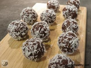 Power Balls mit Datteln und Mandeln II