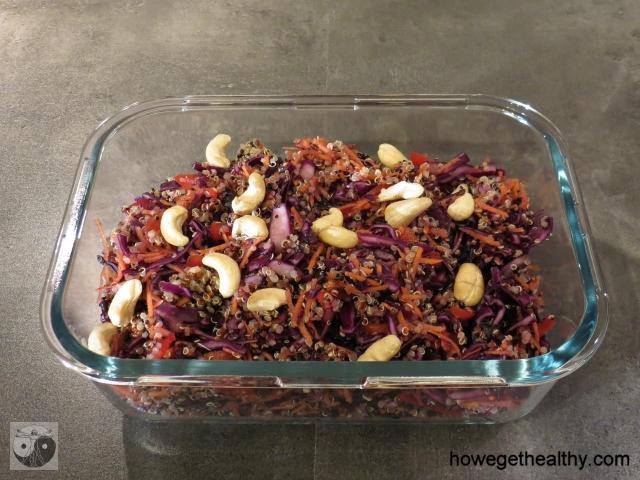 Quinoa-Salat mit Erdnussdressing