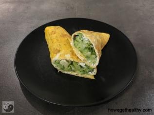 Omlettrerolle mit Frischkäse und Brokkoli