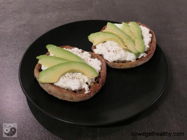 Toasties mit Huettenkaese und Avocado