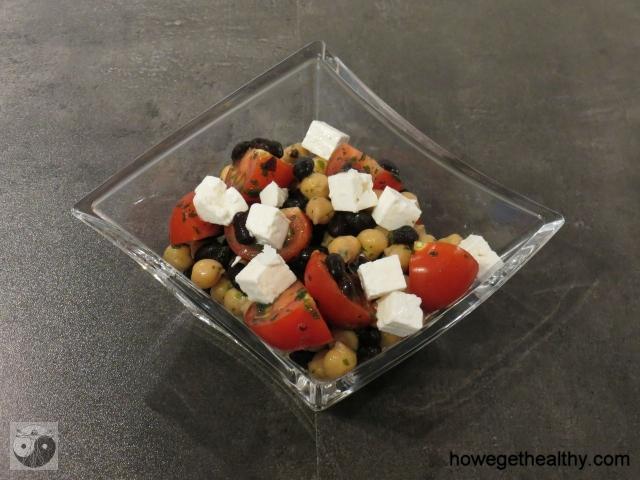 Bohnen-Kichererbsensalat mit Tomaten und Feta