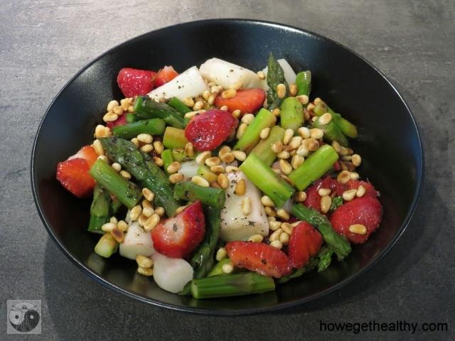 Spargel-Erbeer-Salat